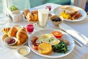 Cena dnia ze śniadaniem
